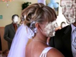 Suknia ślubna, biała, jedoczęściowa.