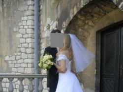 Suknia ślubna biała pięknie podkreślająca kobiece wdzięki rozmiar 36-38