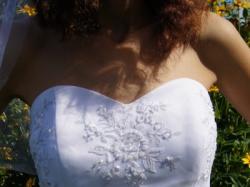 Suknia ślubna biała, wyszywana kwiatami, roz 36