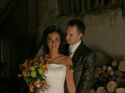 suknia ślubna czeka na nową właścicielkę