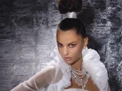 Suknia ślubna Demetrios model GR 131 (kolekcja 2008) z bolerkiem