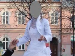 Suknia ślubna dla zgrabnej panny młodej