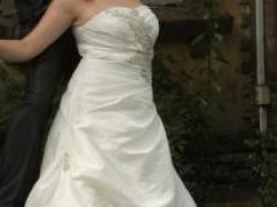 Suknia ślubna ecri rozmiar 40/42 NOWY WZÓR 2011 . z błyszcząca aplikacją