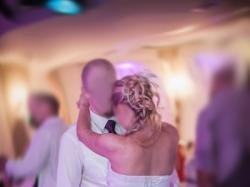 Suknia ślubna, fioletowe dodatki, delikatna, lekka