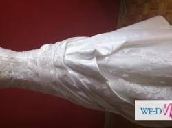 Suknia ślubna hiszpańska z kolekcji Pronovias