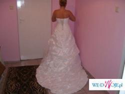 Suknia ślubna jednoczęściowa z długim trenem,koronką i kamieniami Swarovskiego!