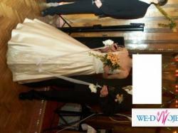 Suknia ślubna koloru złotego