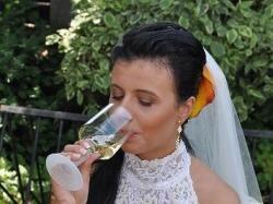 Suknia ślubna koronkowa zdobiona kryształkami Swarovskiego