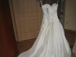 Suknia ślubna Levante Pronovias