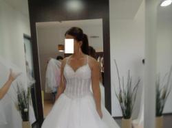 Suknia ślubna Lisy Ferrera, kolekcja Demetrios 982 / 2010.