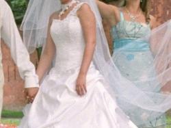suknia ślubna na kole