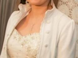 Suknia ślubna pięknie zdobiona