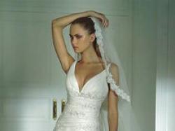 Suknia ślubna (prawie jak Madonna) na wzór sukni hamlet (kolekcja Pronovias)