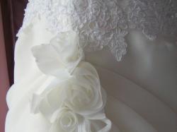 suknia ślubna prosta i śliczna