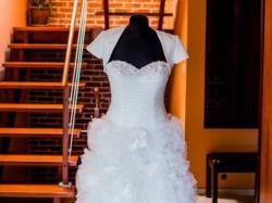 Suknia ślubna r. 36 + bolerko, welon i dodatki