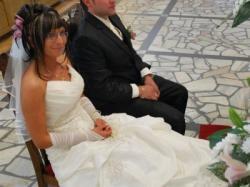 Suknia ślubna, rozm. 38, kolor ecru + dodatki ( welon, rękawiczki ...)