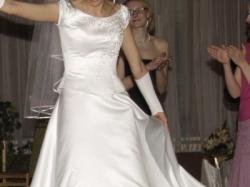 Suknia ślubna- sliczna skromna z delikatnym haftem