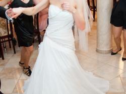 Suknia Ślubna  SOPHIA TOLLI  z kamyczkami Swarovskiego.  cena do uzgodnienia
