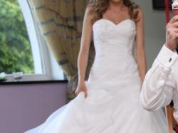 Suknia ślubna Sweetheart 5944 + bolerko i kwiat do wpięcia we włosy