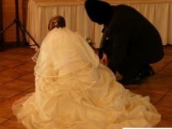 suknia ślubna w kolorze ciemnego ecru, idealna na drobną sylwetkę