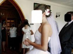 suknia ślubna wyszywana perełkami