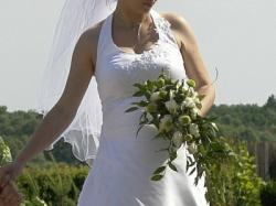 suknia ślubna z ,,brzuszkiem''