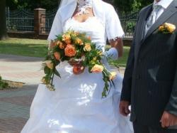 Suknia ślubna z dodatkami - atrakcyjna i w dobrej cenie