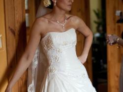 Suknia ślubna z efektownymi kryształkami