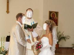 Suknia ślubna z falbanami – piękna i uwodzicielska
