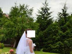 Suknia ślubna z falbanami- kolekcja 2011