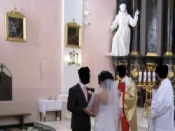suknia ślubna z kamykami swarowskiego