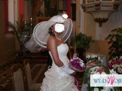 Suknia ślubna z kapeluszem