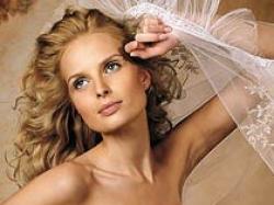Suknia ślubna z kolekcji Pronovias, model Levante