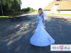Suknia ślubna z kompletem dodatków