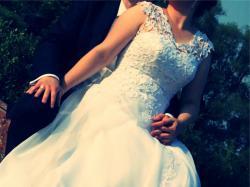 Suknia ślubna z koronką gipiura