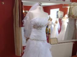Suknia Ślubna z kryształkami Swarovskiego