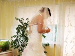 Suknia ślubna z liliowymi różami