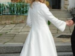 Suknia ślubna z oryginalnym plaszczem