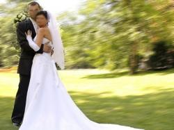 Suknia ślubna z podpinanym trenem r. 36-38