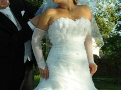 Suknia ślubna z przestrzennymi różami