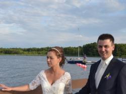 Suknia ślubna z rękawem i długim trenem