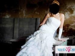 Suknia ślubna z rozporkiem