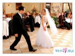 Suknia ślubna z satyny i koronki, uszyta wg. własnego projektu.