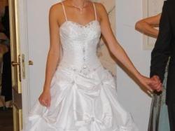 Suknia ślubna z trenem + GRATIS - halka