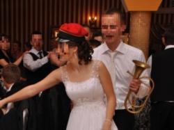 suknia ślubna z trenem (Nabla)
