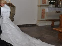 suknia ślubna z trenem rozm. 38