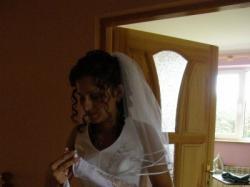 Suknia ślubna z welonem i rękawiczkami