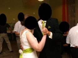 Suknia ślubna z zieloną jedwabną szarfą