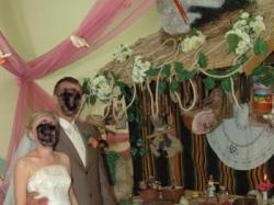 Suknia ślubna ze złotą koronką + kamizelka męska