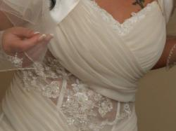 Suknia slubna ze zlotym polyskiem